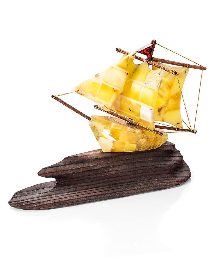 Кораблики из янтаря фото