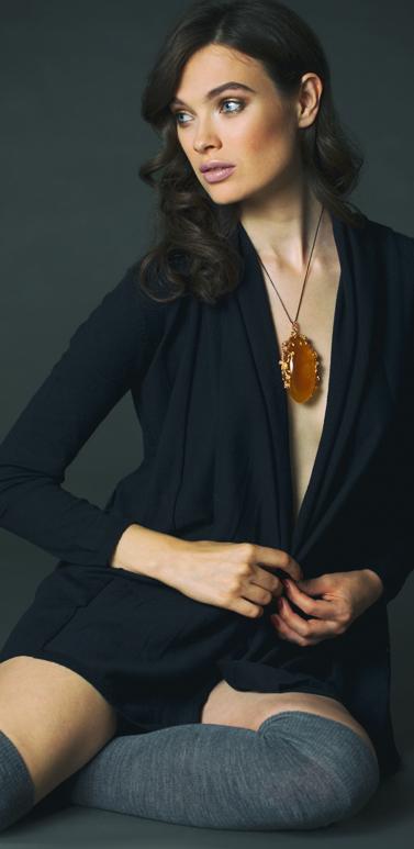 Модные украшения из янтаря изоражения